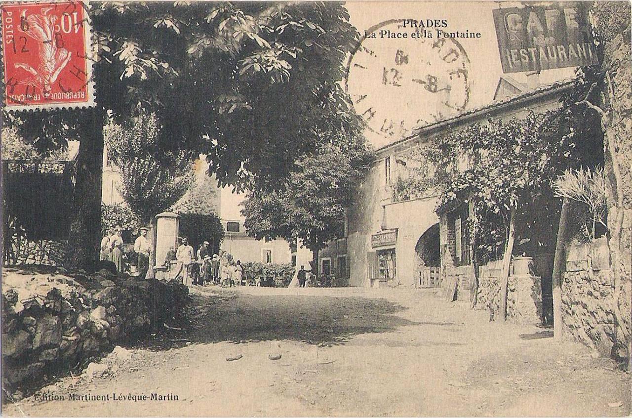 Prades, la place et la fontaine