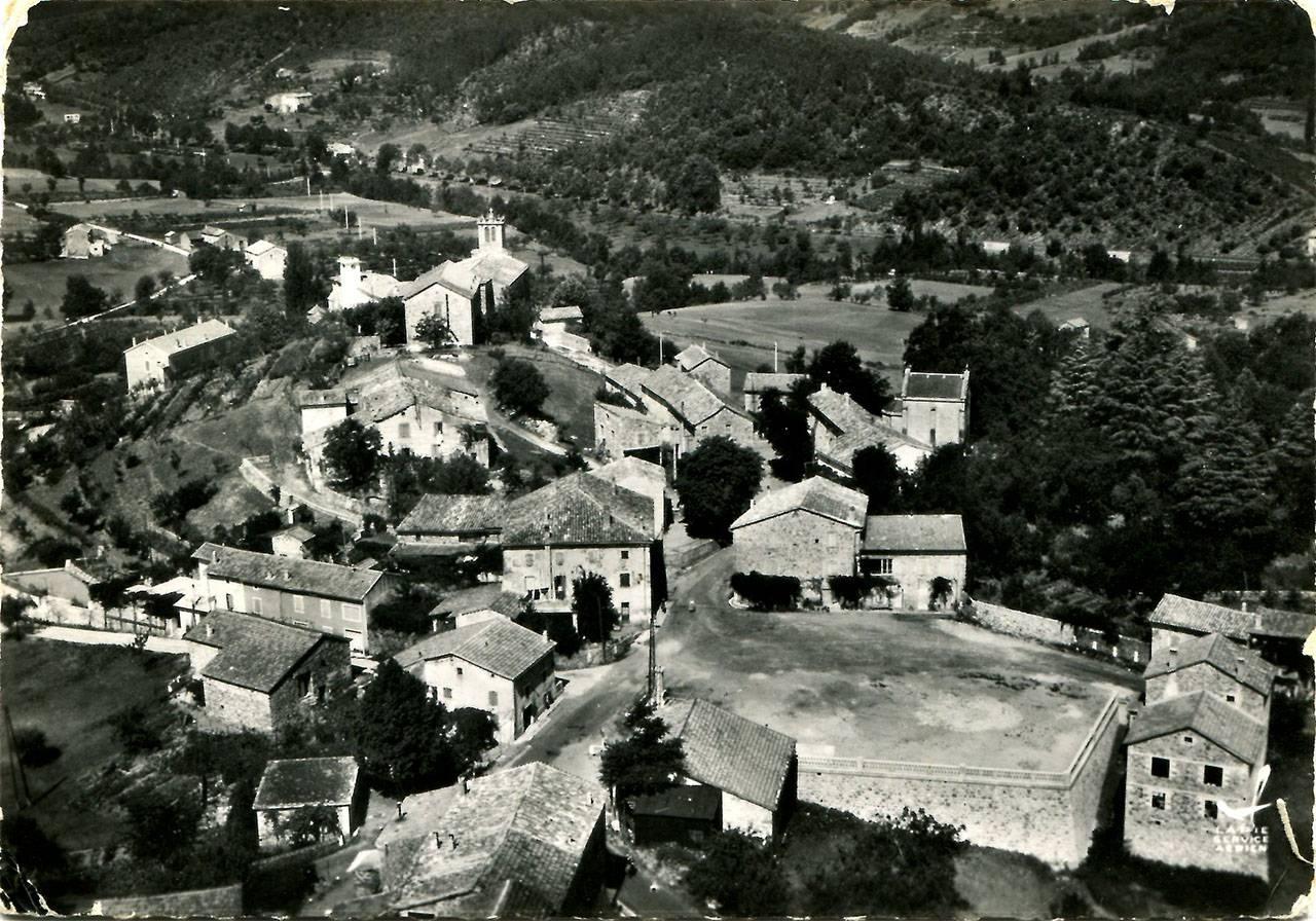 Vue aérienne du village, avant 1963