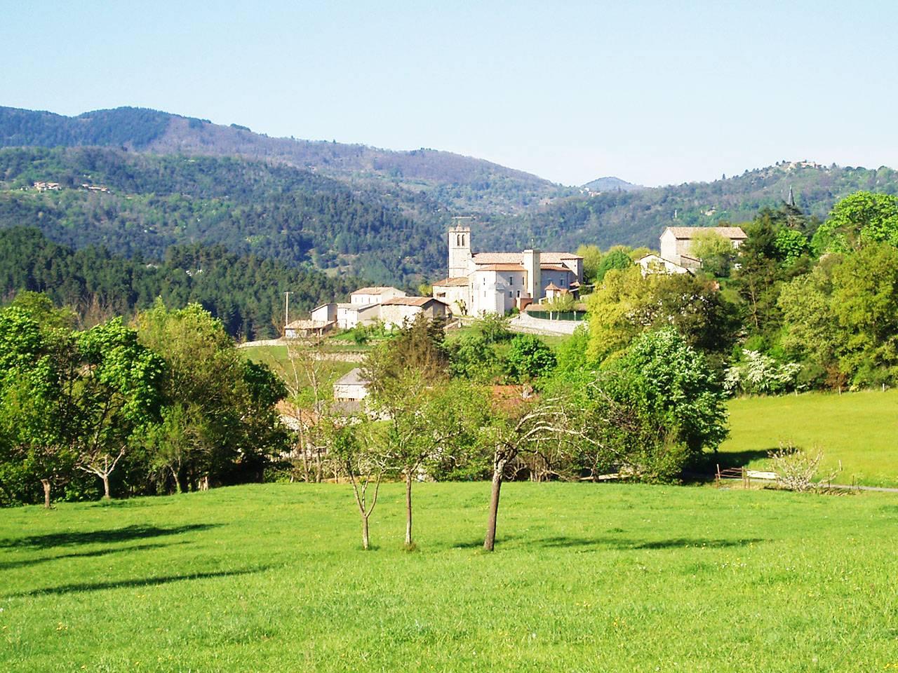 Le village, au coeur des collines